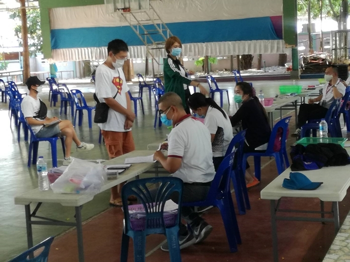 A number of officials are stationed at the gymnasium to give visa services to the foreigners needing to extend their stay in Pattaya.