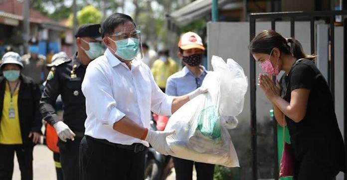 The Governor of Bangkok, Pol Gen Aswin Kwanmuang visits Lad PhraoSoi 40 and Lad PhraoSoi 54 communities in Bang Kapi district.
