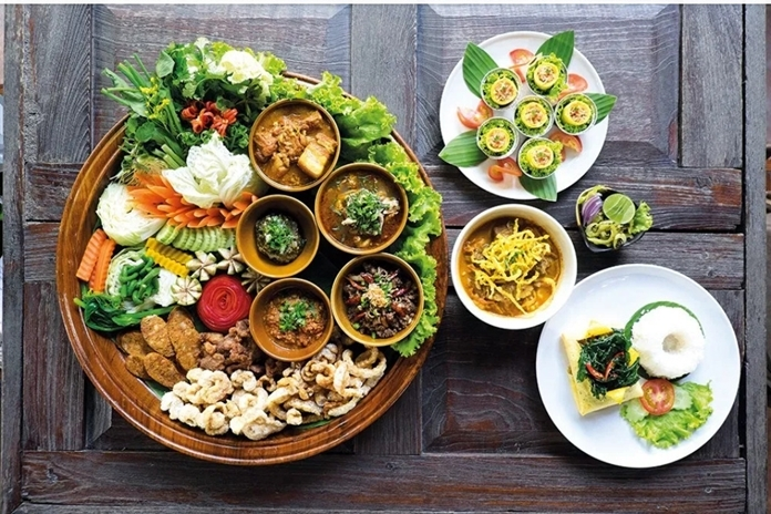 A dining tradition of old Chiang Mai and the Lanna Kingdom, akhan tokedinner.