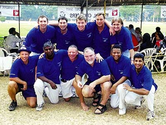 The Pattaya Pectels 69, with star cricketers - English great Mike Gatting and Sri Lankans Mahana and Mendez. (Photo courtesy of Pattaya Pectels)