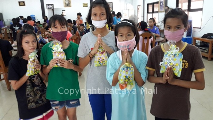 Children at Baan Euaree home thank the elderly couple for their kindness and love.