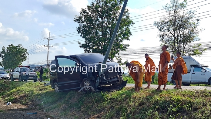 A 14-year-old driving a van full of teenage novice monks killed a cat and injured his pals when he slammed the vehicle into a utility pole in Bang Saray.
