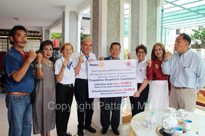 District Governor 3340 Rotary International Maruay Jintabanditwong received a cheque for 30,000 US dollars from Rotary E-club of District 3340 and Rotary E-Club of Dolphin Pattaya International, who donated 15,000 US dollars each. They are joined by Dr. Margret Deter and Dr. Otmar Deter, Maneeya Engelking, President of Rotary E-Club Dolphin Pattaya International Thailand, CP Pantida Rojwannasin, Rotary E-Club of District 3340, PDG Siri Eiamchamroonlarp and sponsors of the project to fund the Rotary GG#2097897 foundation.