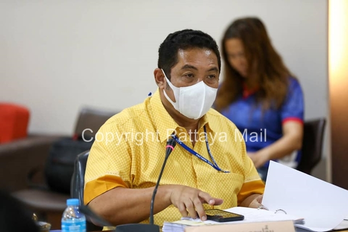 Mayor Sonthaya Kunplome chairs another planning meeting for the 1,000-baht cash welfare payments which can be applied for from May 25-29.