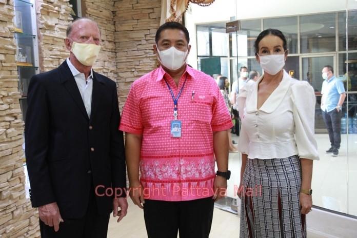 Mayor Sonthaya Khunplome welcomes Gerrit and Anselma Niehaus to Pattaya City Hall.