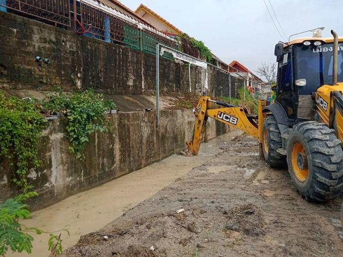 Khao Talo Community drains receive dredging.