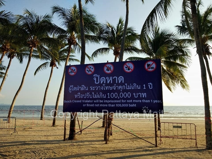 Sansuk Municipality posted the announcement: Use of the beach carries a possible penalty of a 100,000 baht fine and 1 year imprisonment.