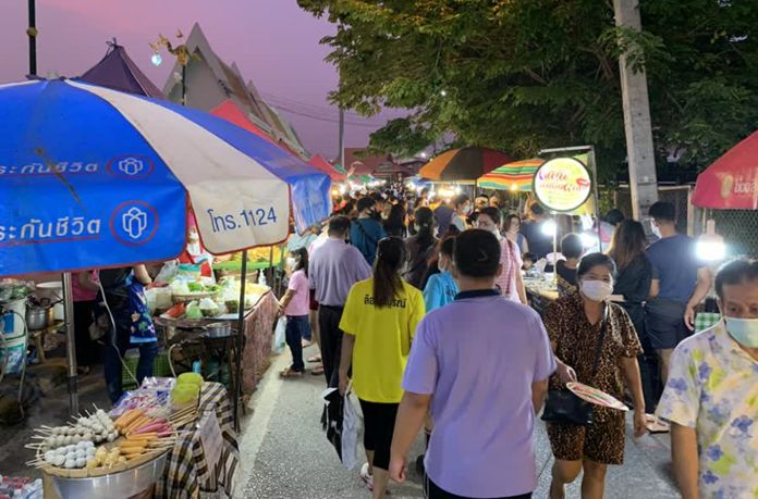 The Rim Khong Walking Street in Nong Khai province market is seen lively again on Sunday.