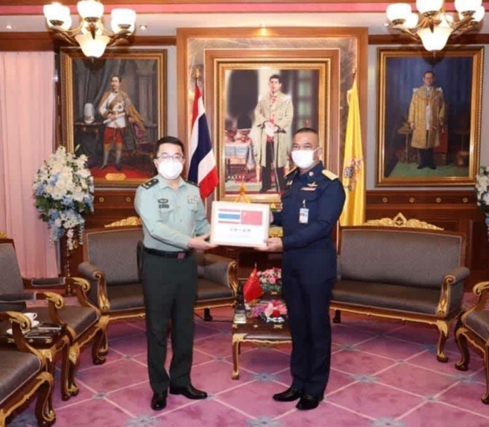 (right) Gen Natt Intracharoen, the permanent secretary for defense of Thailand, welcomes (left) Maj Gen Wu Xiaoyi, the military attach of the Chinese embassy in Thailand.