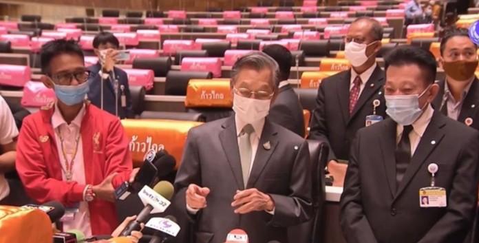 Chuan Leekpai, House Speaker (center).