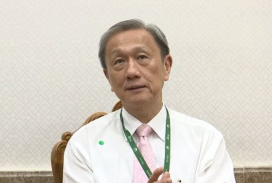 Prof. Dr. Prasit Watanapa, Dean of the Faculty of Medicines, Siriraj Hospital.