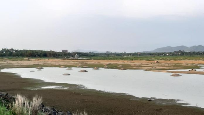 Mapprachan reservoir, one of the main water reserves in Pattaya City, Nongprue sub-district is facing severe drought in the month of May.