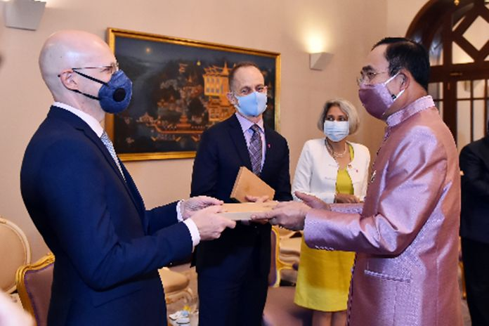UN and WHO representatives met with Thai Prime Minister Prayut Chan-o-cha and commended Thai people's solidarity and unification in efficiently curbing and fighting against spread of COVID-19.