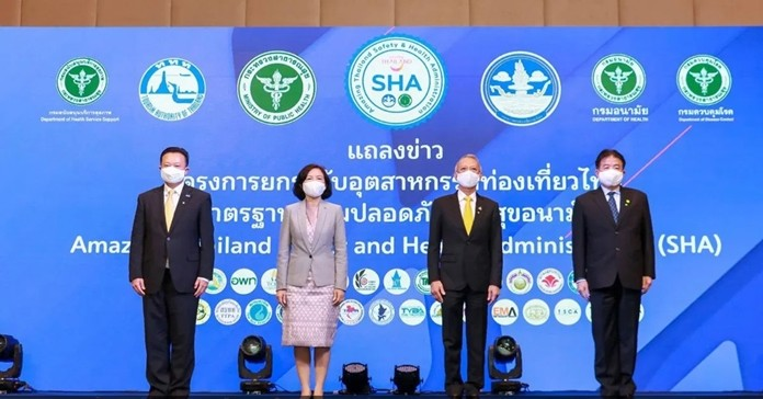 Mr. Yuthasak Supasorn, Governor of the Tourism Authority of Thailand (left); Dr. Panpimol Wipulakorn, Director-General, Department of Health, Ministry of Public Health (2nd left); Mr. Phiphat Ratchakitprakan, Minister of Tourism and Sports (2nd right); and Mr. Chote Trachu, Permanent Secretary of Ministry of Tourism and Sports (right).