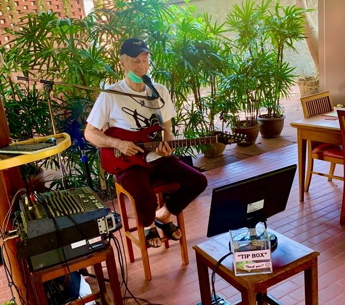 Thomas Renier on guitar.