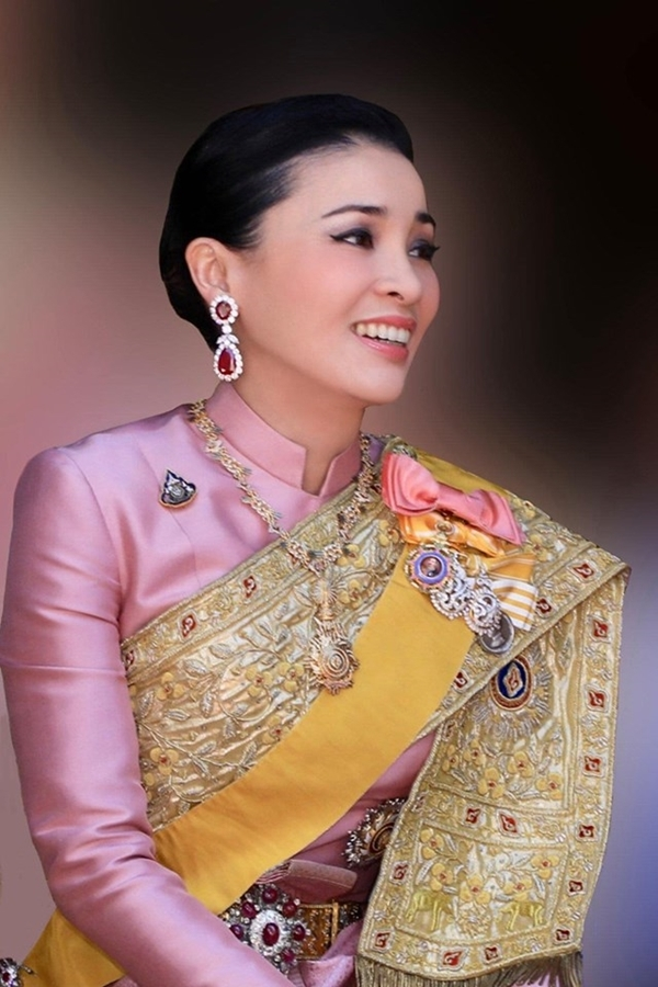 Happy Birthday HM Queen Suthida.