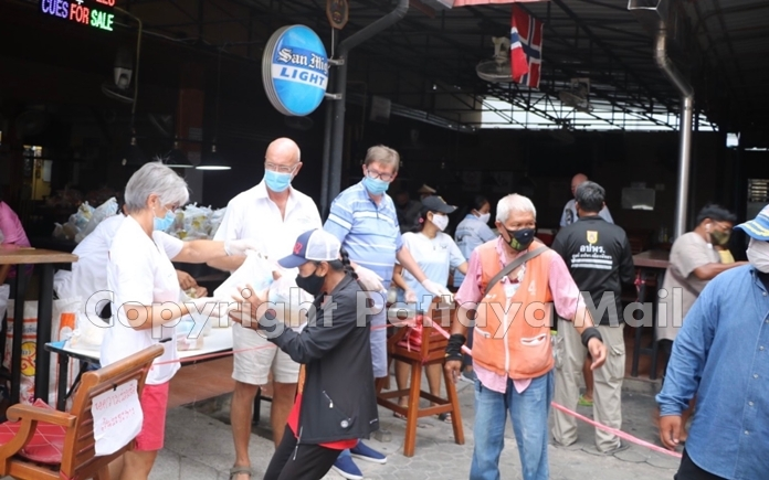 Kristianne Stendal Lothe, Pastor Annfinn Lothe and Jan Olav Aamlid distribute food packages to the people in need.