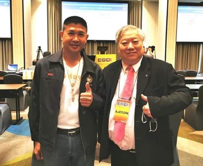 Sarawut Volapattavechoti, (left) Vice President of Thai medals Association with Vitoon Eurtivong CEO of Eur-Seree.