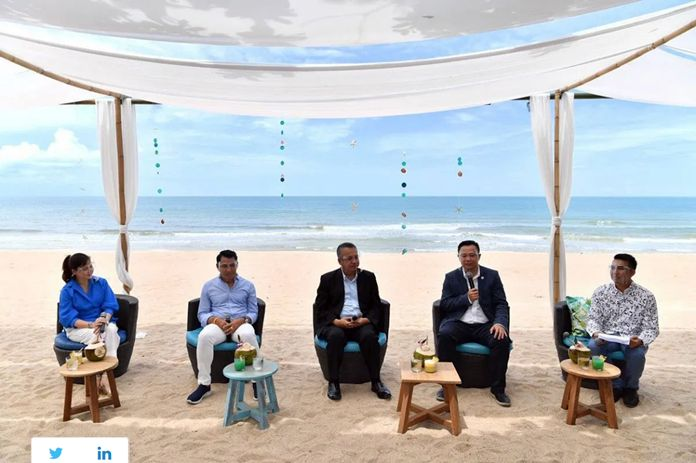 Mr. Vijvut Jinto (centre), Governor of Surat Thani; Mr. Yuthasak Supasorn (2nd from right), TAT Governor; Mr. Vorasit Pongkumpunt (2nd from left),President, Tourism Association of Koh Samui; Ms. Plernpis Kosolutasarn (left), Director – Event Marketing and Tourism Associate, Bangkok Airways; and the event's MC at the press launch to promote tourism to Ko Samui during July and October 2020.
