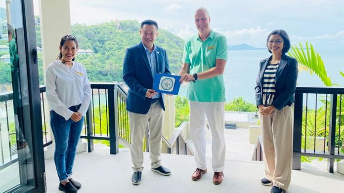Mr. Yuthasak Supasorn, TAT Governor (2nd from left), presented the SHA logo to Mr. Remko Kroesen, General Manager, Banyan Tree Samui (2nd from right), witnessed by Mrs. Supakan Yodchun, Director of the TAT Samui Office (right).