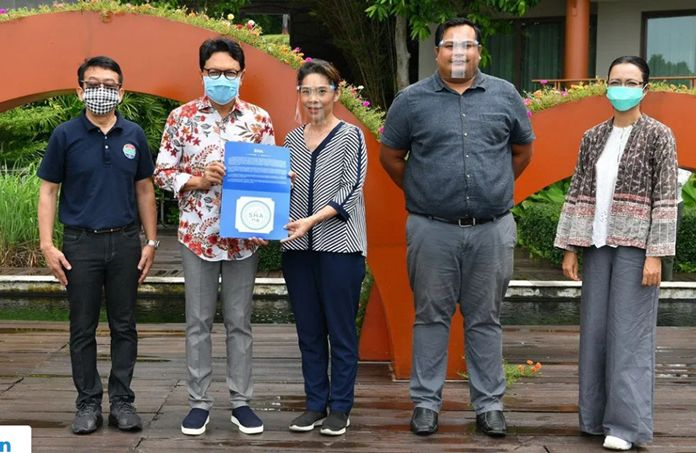 Mr. Tanes Petsuwan, TAT Deputy Governor for Marketing Communications (2nd from left), and Mr. Vinid Rangpueng, TAT Executive Director – Marketing Services Department (left), delivered the SHA logo to Dr. Ranchana Rajatanavin, the Director of AQ Estate Plc. (3rd from left).