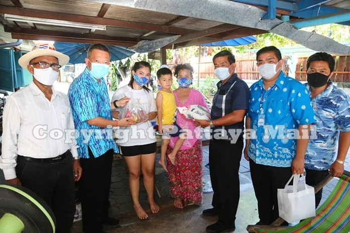 Deputy mayors present food packages to a family in Nongyai community.
