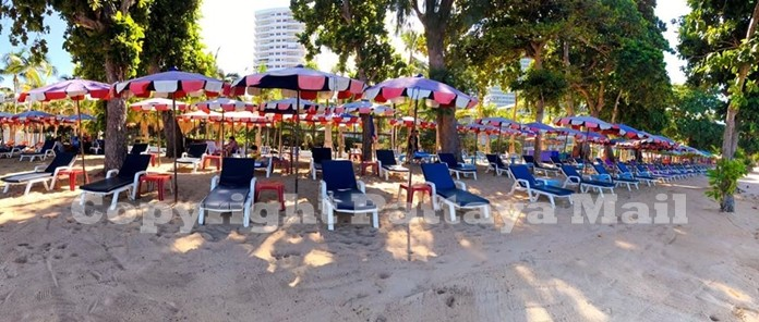 Dongtan beach benches in Jomtien are set up according to the new social distancing rules to contain the spread of the virus.