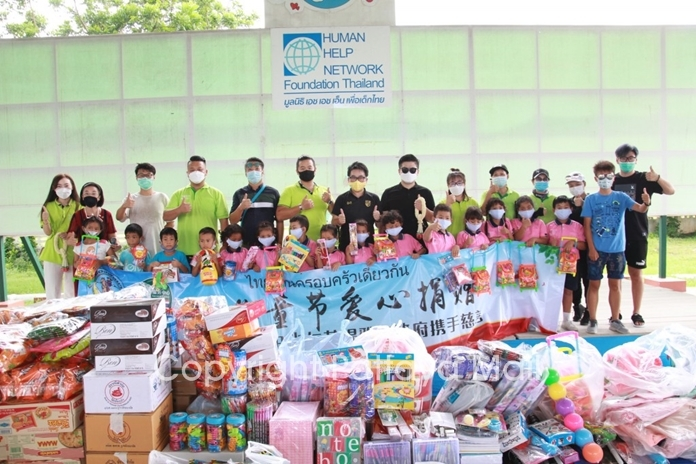The Chinese Tourist Assistance Center donated 100,000 baht in supplies to the Child Protection and Development Center.