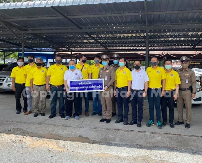 The Police Audit Commission and Yong Hua Steel Co. donated a new roof for the Banglamung Police Station parking lot after a storm ripped off the old one.