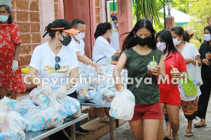 Kind-hearted donors handed relief bags to the needy in Pattaya