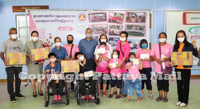 Forty families with special needs children received 500 baht each.