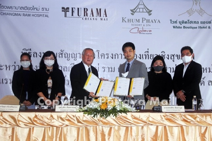 V Group President Watchra Tantranan (3rd left) signs a contract with Dr. Sira Hantrakul (3rd right) from Chiang Mai Ram-Lanna Hospital for a health promotion at the Furama Chiang Mai and other hotels.