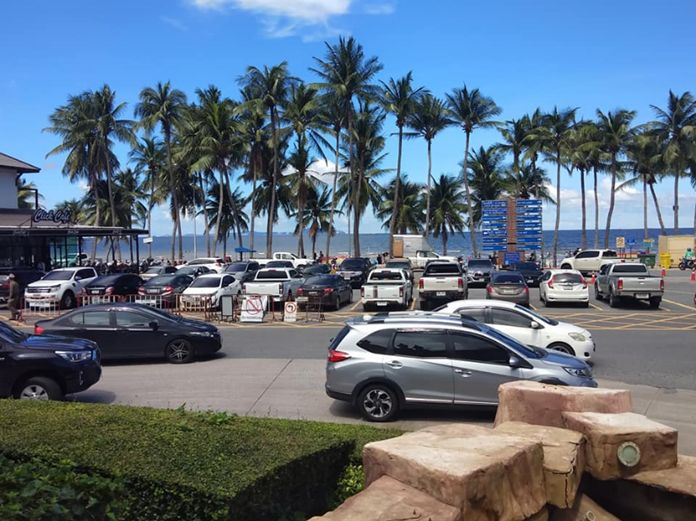 Cars were seen covering up the whole parking space along the Bang Saen beach.