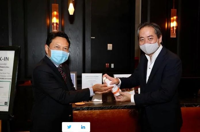 Mr. Tanes Petsuwan, TAT Deputy Governor for Marketing Communications (left), and Mr. Sammy Carolus, General Manager, Hyatt Regency Bangkok Sukhumvit Hotel.