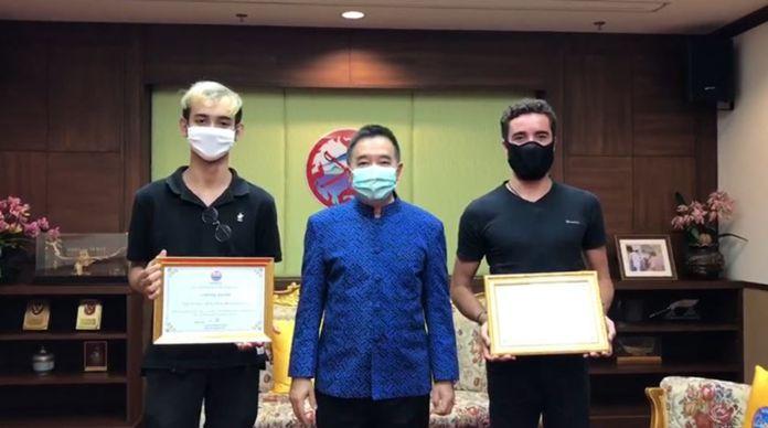 Krabi Governor, Kitibhodi Prawit on Thursday presented Sirawit Chanchota and Nathan Sorin certificates of recognition.