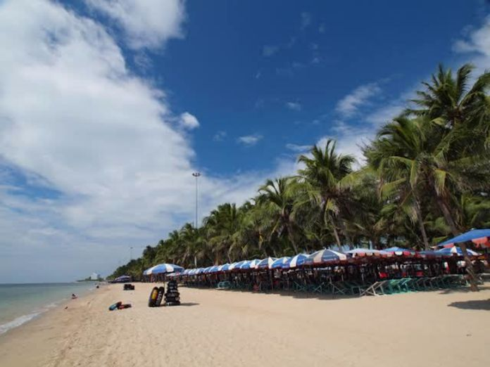 Bang Saen Beach on a quiet Tuesday afternoon.