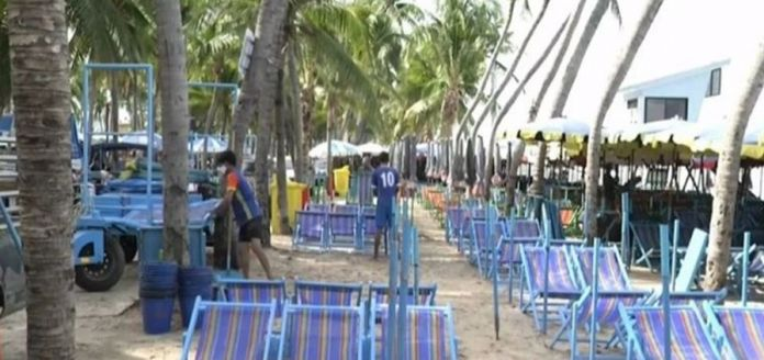 The Saen Suk municipality imposed new regulations to designate seven zones for beach chairs and leave plenty of space for the public to sit on their mats.