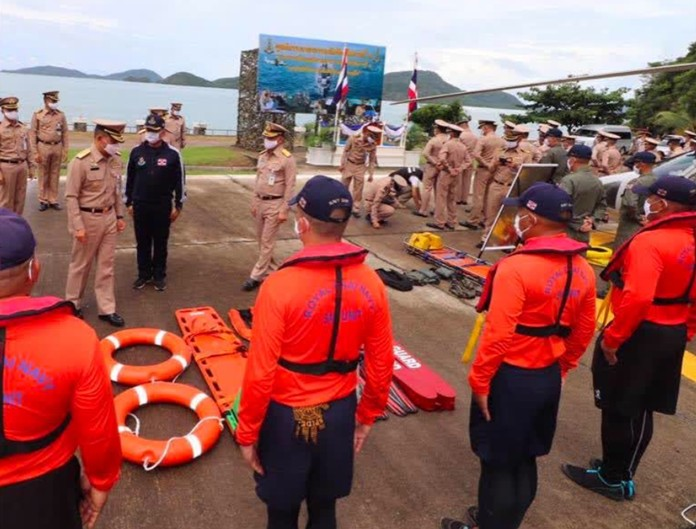 Vice Admiral Choengchai Chomchoengphaet, Commander of the Third Naval Area Command, as the Director of the Disaster Relief Center inspects the center and its equipment in preparation for the arrived monsoon season.