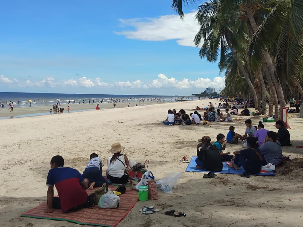 Saen Suk Municipality has installed 14 checkpoints around the well-known Bang Saen beach in Chonburi to ensure all visitors are screened.