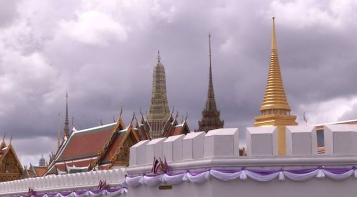 Visitors wishing to pay homage to the Emerald Buddha must follow heath and disease control measures.