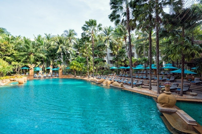 Avani  Pattaya Resort pool.