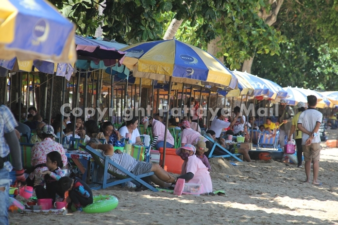Pattaya or Jomtien Beaches were full for the first time in months.