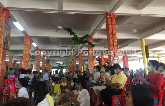 Tourists and locals flocked to Pattaya temples to pray and make merit.