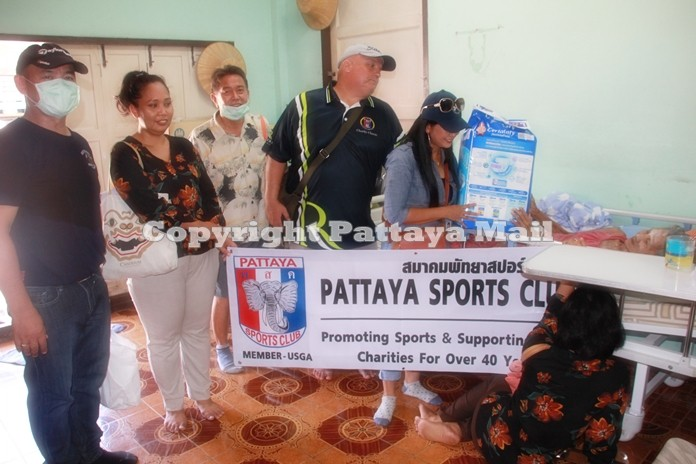 Pattaya Sports Club Association in cooperation with Pattaya Police Station donated 200 sets of survival bags to help 20 families of bed ridden patients.
