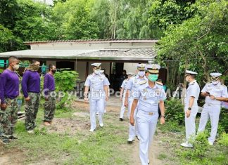 The rear admiral brought sailors to repair retired sailor Prasert Lim's home.