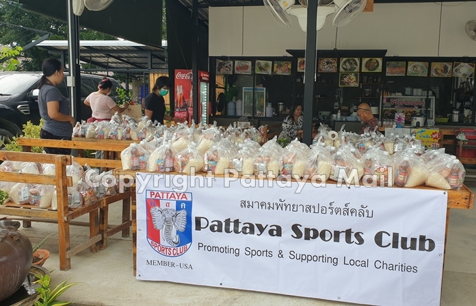 The Pattaya Sports Club donated 200 food bags to Huay Yai residents in celebration of Noi Emmerson's birthday.