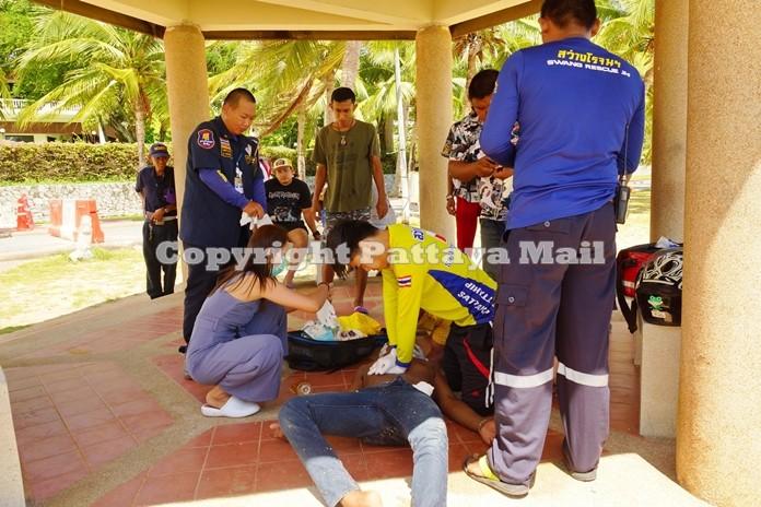 A Sawang Rojana Thammasathan rescue team provides CPR on the victim.
