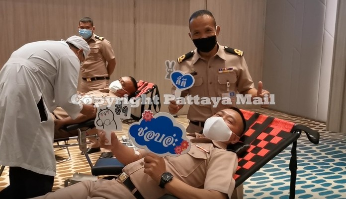 Navy sailors came ashore to give blood in honor of HM King Rama X's birthday.