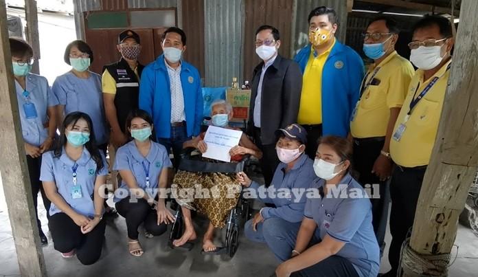 The medical team of Banglamung Hospital will provide health care for grandma Yasothin Rodhom.