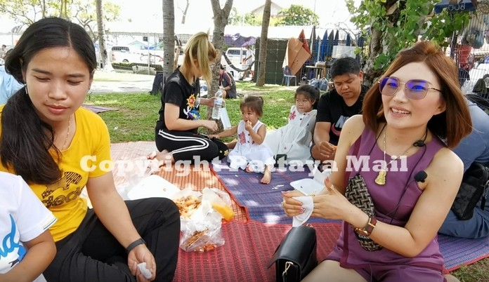 Pattaya and Naklua Residents enjoy an afternoon out on the lawns of Lan Pho market eating their favourite food.
